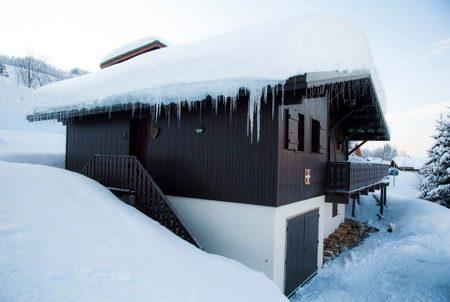 Chalet.side.winter_450x302